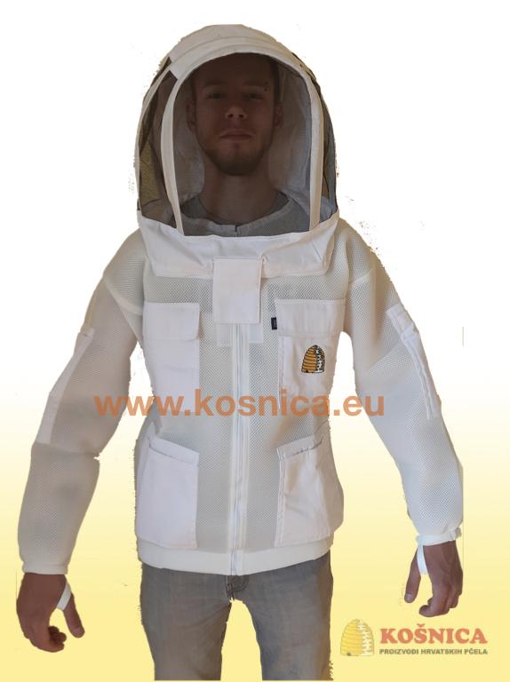 Troslojna ventilirajuća pčelarska odjeća (jakna i kombinezon) je dio standardne pčelarske opreme u ljetnim mjesecima.